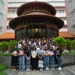 Group photo of freshmen in front of the Kiang Wu History Memorial Hall